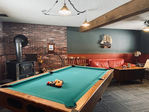 Pool House 🎱Private Entrance & Private Lower Space