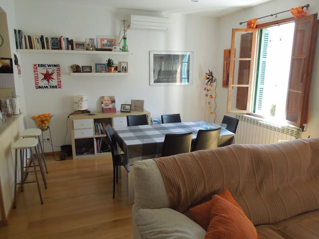 Beautiful room in a city center apartment - Palma - Lägenhet