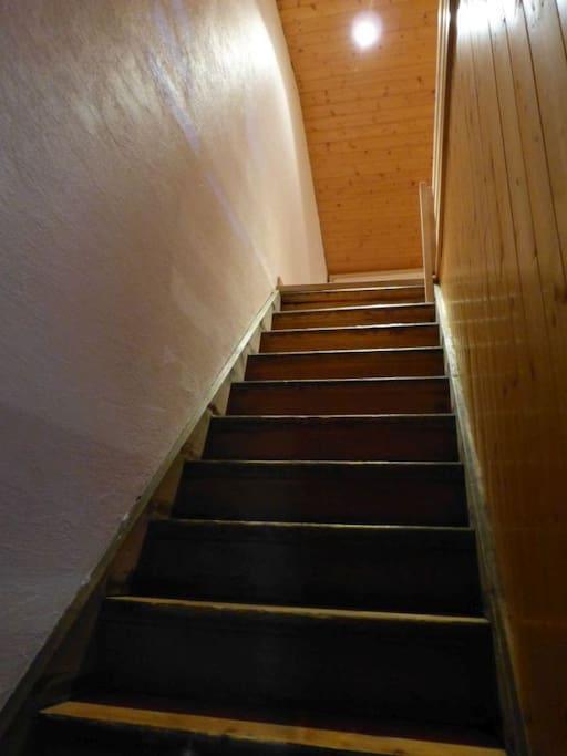 Escalier pour accéder à la chambre