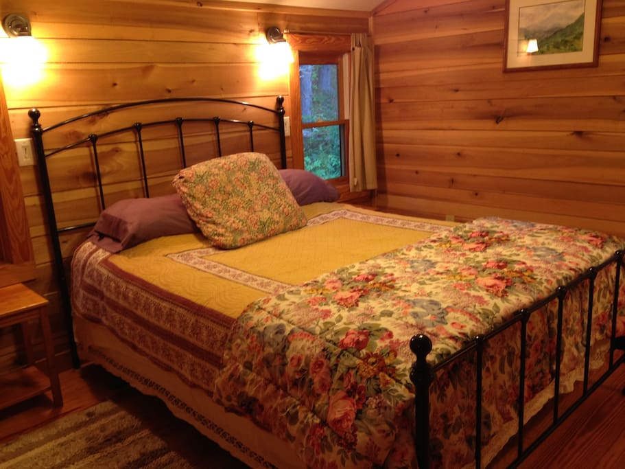 Warm, poplar paneling and cotton linens
