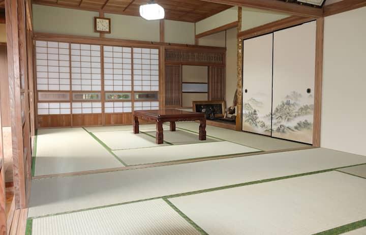 華蔵KAGURA  日本で唯一の神社の宮司が提供する宿
