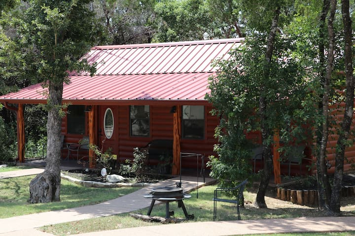 Cabin 3 Rental 15 minutes from Magnolia and Baylor