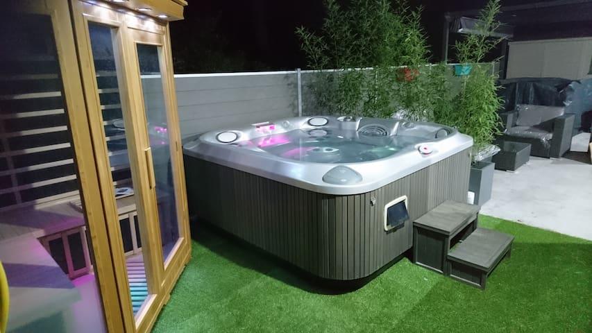 chalet moderne avec sauna et jacuzzi