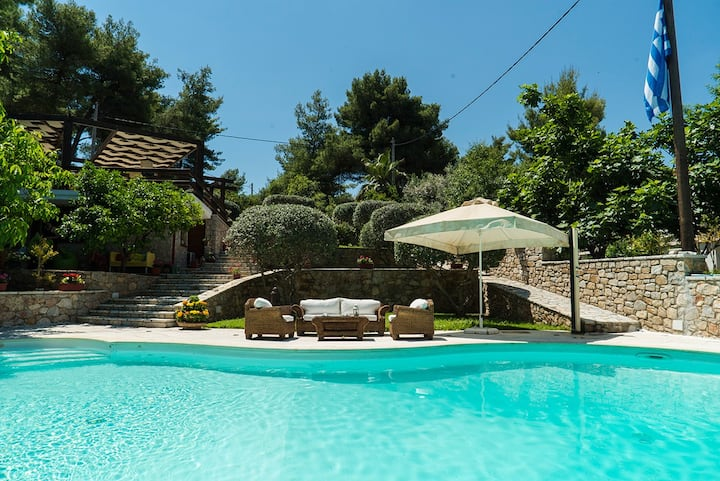 Country-chic estate, 5 mins from the sea!