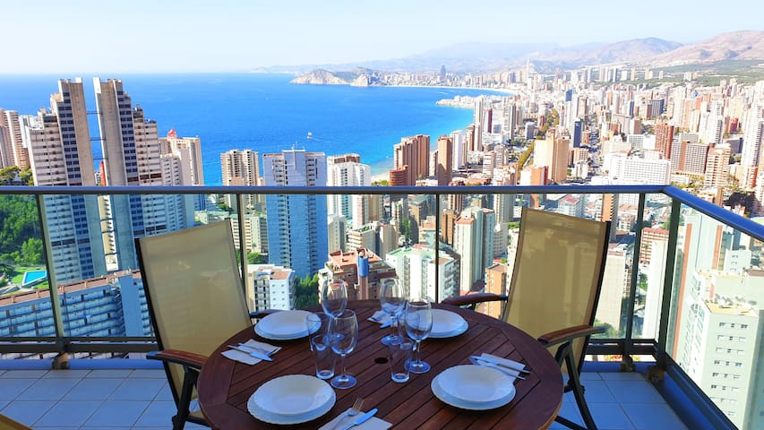 Apartment on the 28th floor with amazing sea views