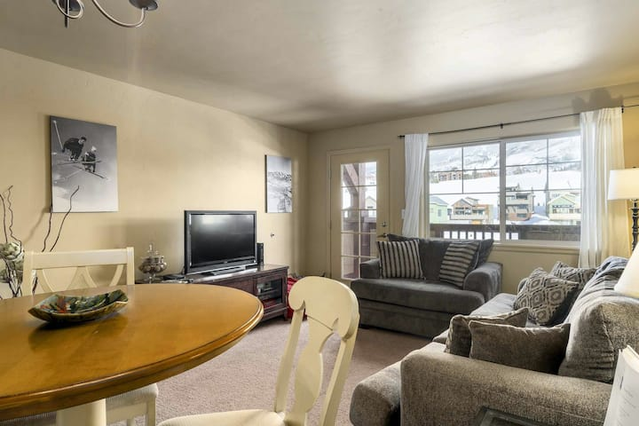 Lovely home w/great location near the Wildhorse gondola + shared pool & hot tub