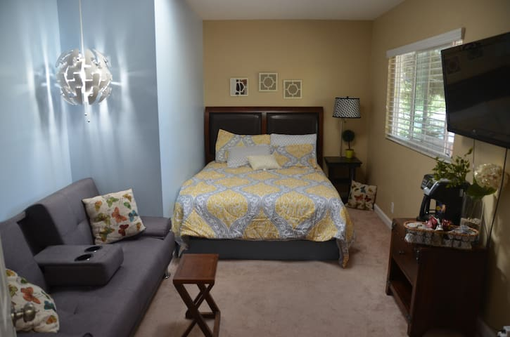 Gorgeous Suite w/ Private Bathroom in a Great area