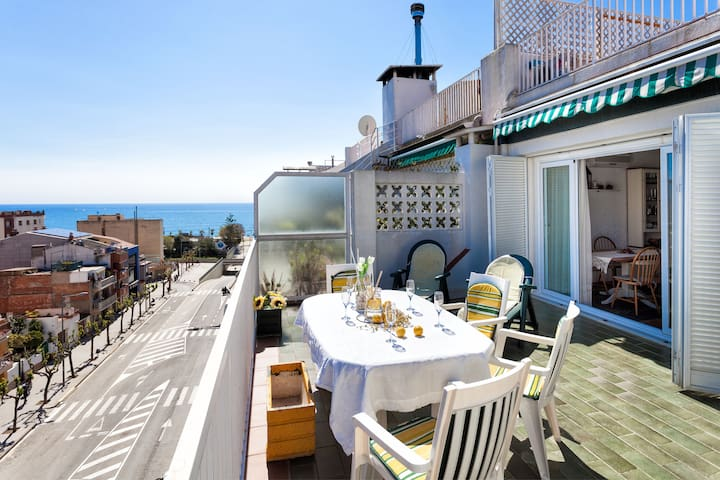 Sea views, huge terrace, bbq. For large families. - Calella - Apartment