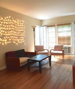 Sunny room in perfect location - Burbank