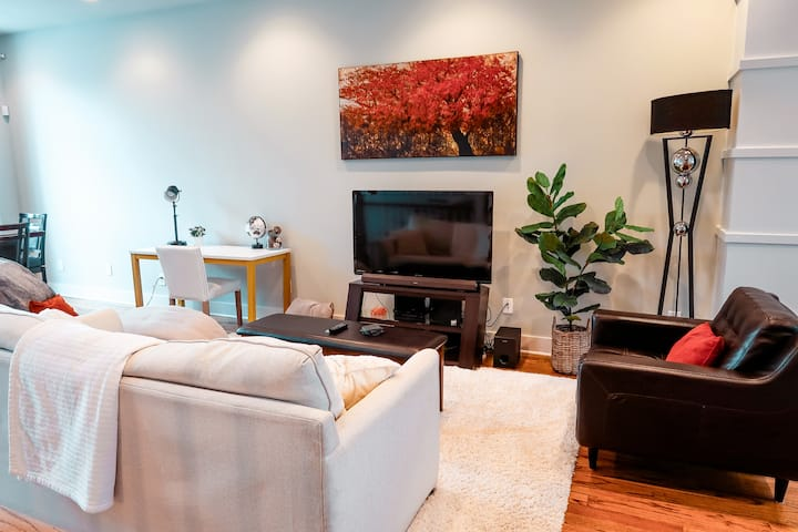 Townhome in Trendy East Nashville with Flower Wall