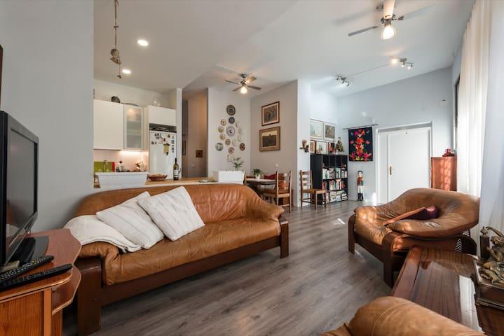 Luminosa y acogedora Hab/ Bright and cozy room