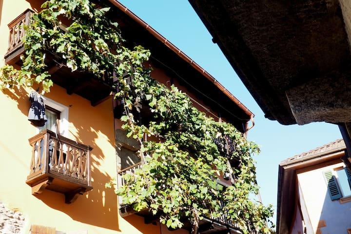 B&B - suite DI SOTTO in der CASA LEONE im Tessin - Alto Malcantone