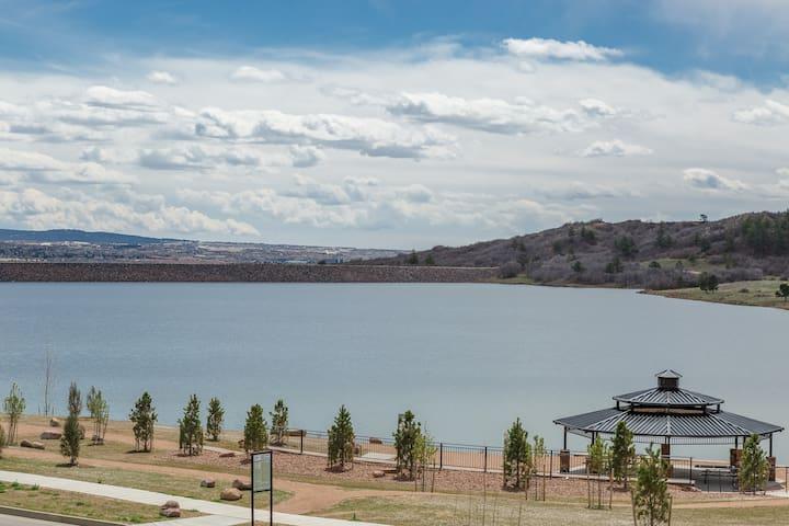 Mountain Lake Paradise! Luxury Modern Convenient - Monument - House