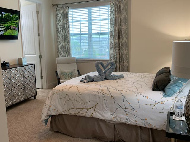 Beautiful suite with private bath near Disney