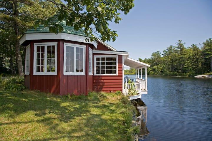 Peaceful Lakefront Tea House, c1920 - Bremen - Bungalow