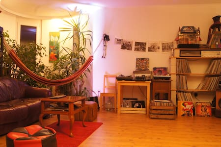 Bright room in big and beautiful apartment - Oldenburg - Wohnung