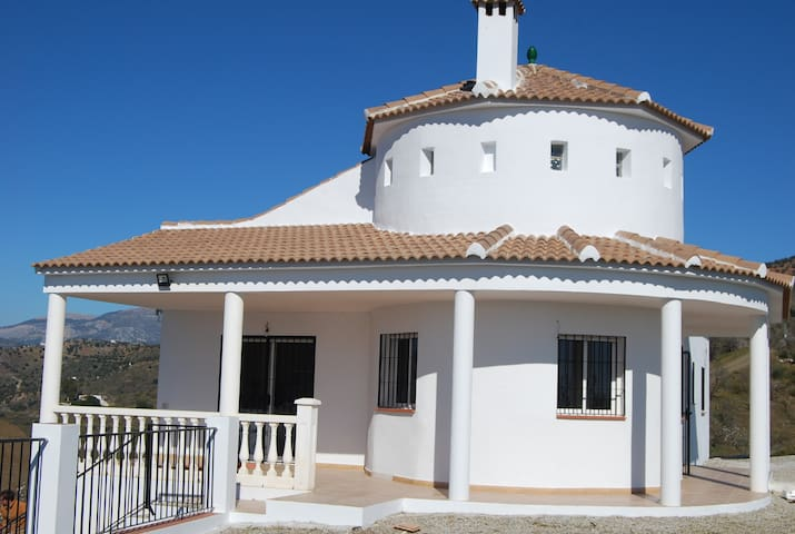 Bright and nice villa with amazing views - Benamargosa