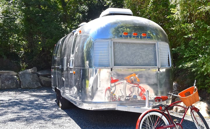 Glamp Newport -- 1977 Airstream Land Yacht