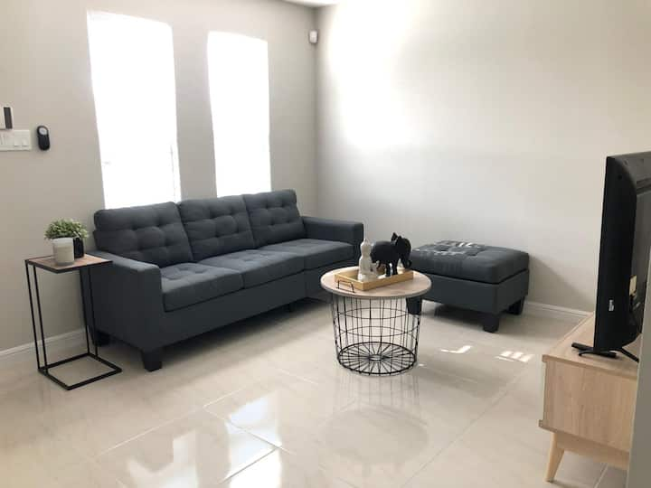 Brand NEW Fully Furnished Apartment 2 BED/1.5 BATH
