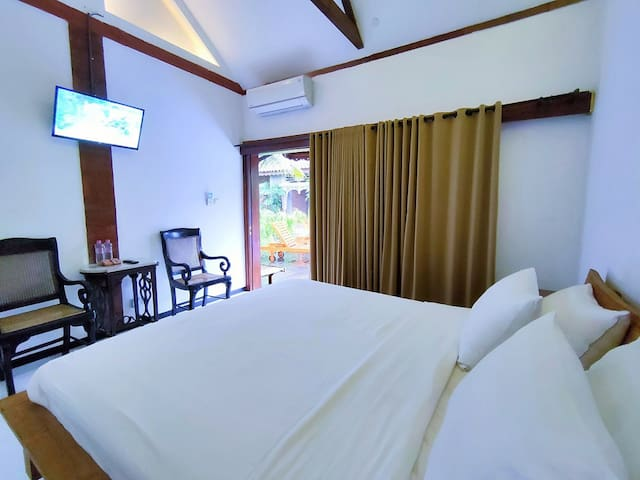 Superior Room With Pool View - The Amrta Borobudur, High Quality Linen Double Bed 180 x 200 & Facility