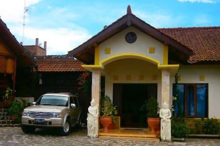 Chambres familiale  1 au milieu des rizières - Bandongan