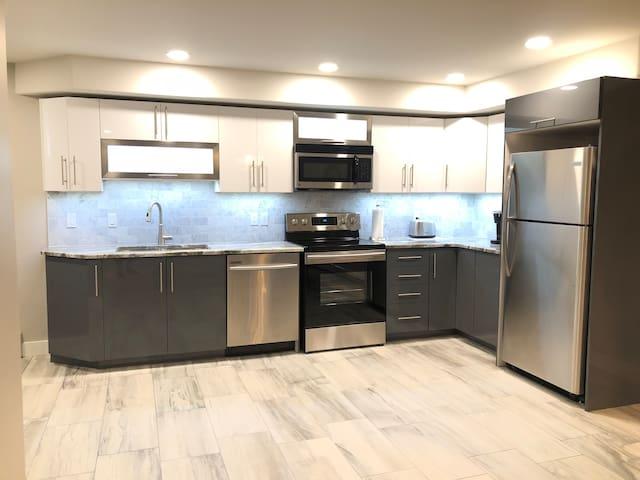 New modern 2 bedroom apartment