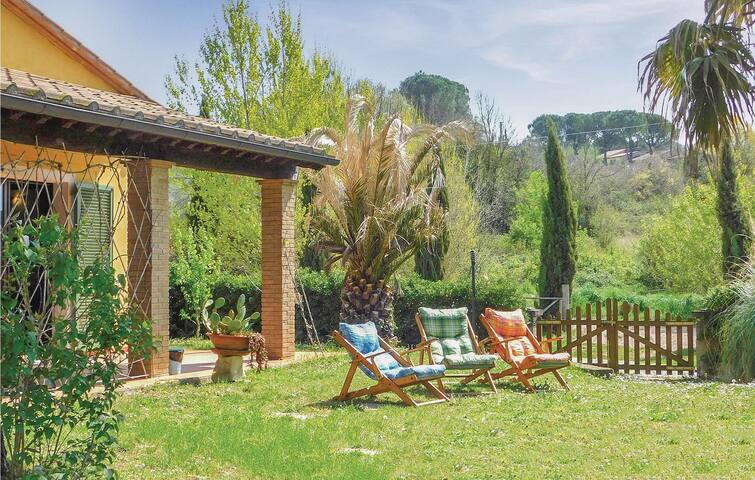 Holiday cottage with 2 bedrooms on 60m² in Montescudaio