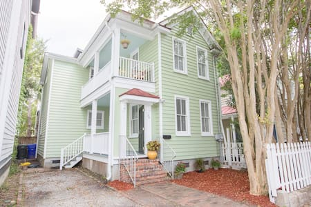 3BD/3BA HOUSE!  Walk to King St, 4 Queen Beds!