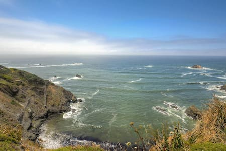 Moonstar Cottage - Right by Bluffs, Pet Friendly