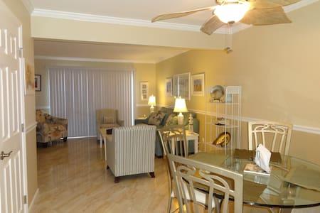 Beautiful Renovated South Forest Beach 2BR Villa - Hilton Head Island - Casa