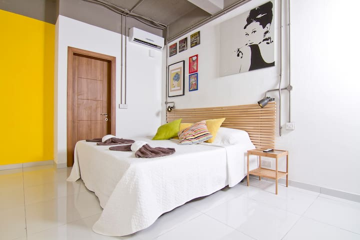 Brand new self catering apt 2 adults - RM 17