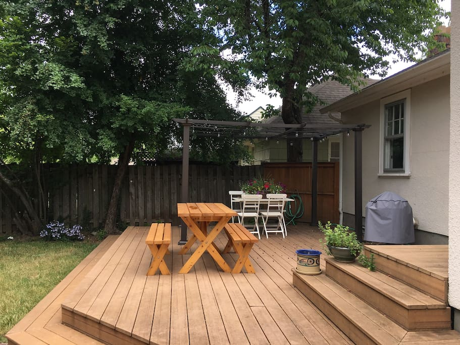 Private backyard, the perfect spot to enjoy a Portland beer, coffee, or evening dinner.