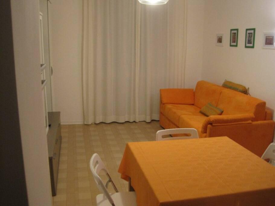 living room with sofa bed     - soggiorno con divano letto