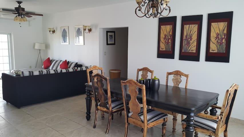 RedClover beautiful spacious house. - Long Bay Hills - Casa