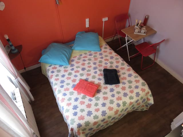 Bedroom Orange Royan (17) & Breakfast Free - Royan - House