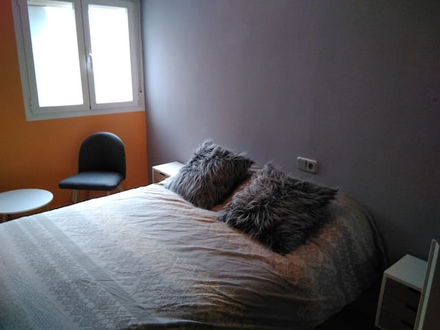 Spacious and comfortable room,  on the city center