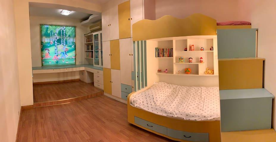 卧室一:双层床,十六平方