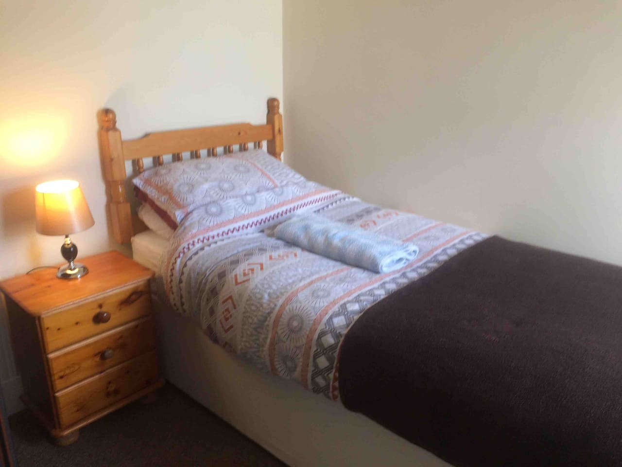 Your single room is ideal for the single person passing through Aberfeldy. It looks out onto Kenmore street.
