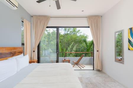 """""""Furniture may vary due to weather conditions"""" """"Es probable que el mobiliario haya variado por condiciones climatológicas"""""""