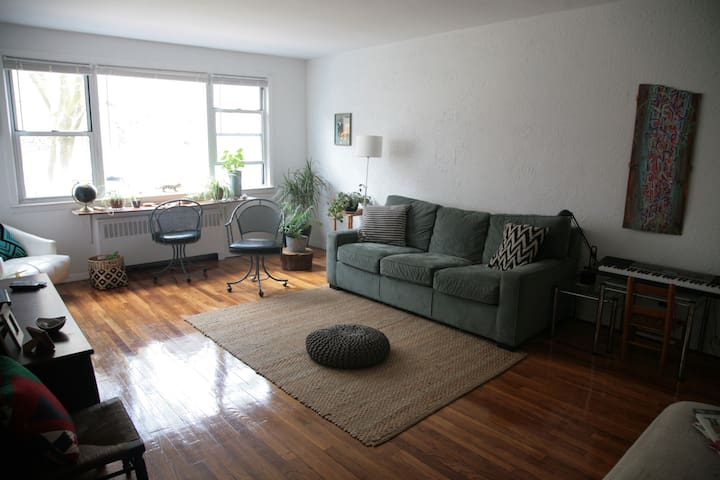 Spacious 3 bed apt 35 min from NYC