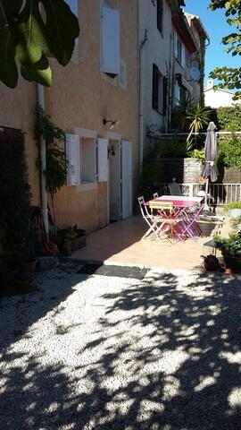 MAISON DE VILLAGE DANS VILLAGE PROVENCAL - Solliès-Toucas