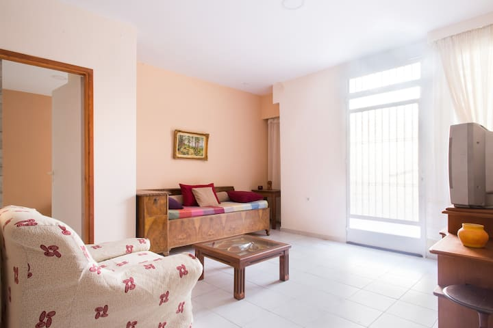 Cozy beige apartment!(Fiber ready!)