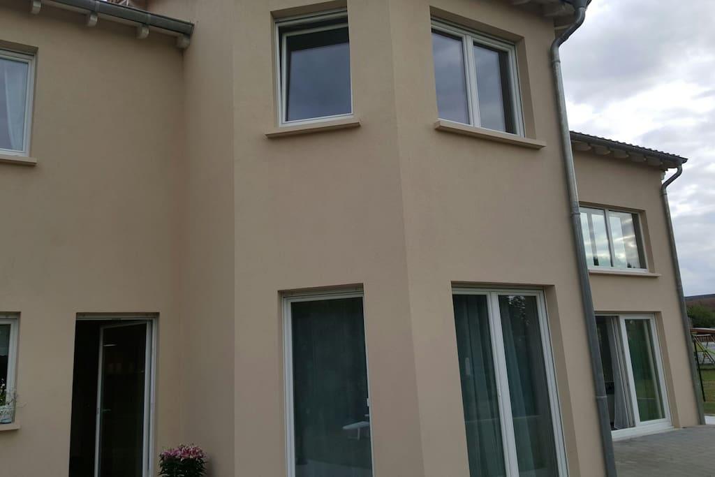 Maison d architecte chaleureuse houses for rent in holling alsace champagne ardenne lorraine - Maison architecte mark dziewulski ...