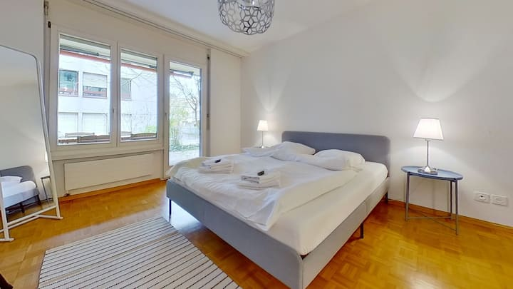 *360 TOUR AVAILABLE* *SPACIOUS*5MIN FROM CITY CENTER / 29MIN FROM AIRPORT*QUITE AND NICE NEIGHBOURHOOD*