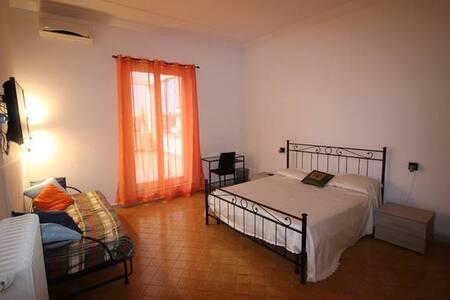 Stanza tripla con terrazza e bagno privato esterno - Roma - Bed & Breakfast