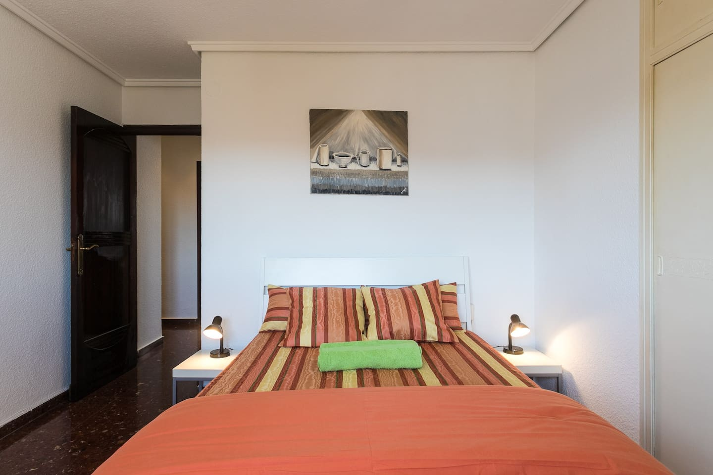 Bed room with 140 meter bed