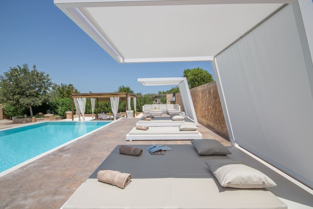 Pool area with different terraces, whirlpool surrounded by hyper-comfortable sun beds.