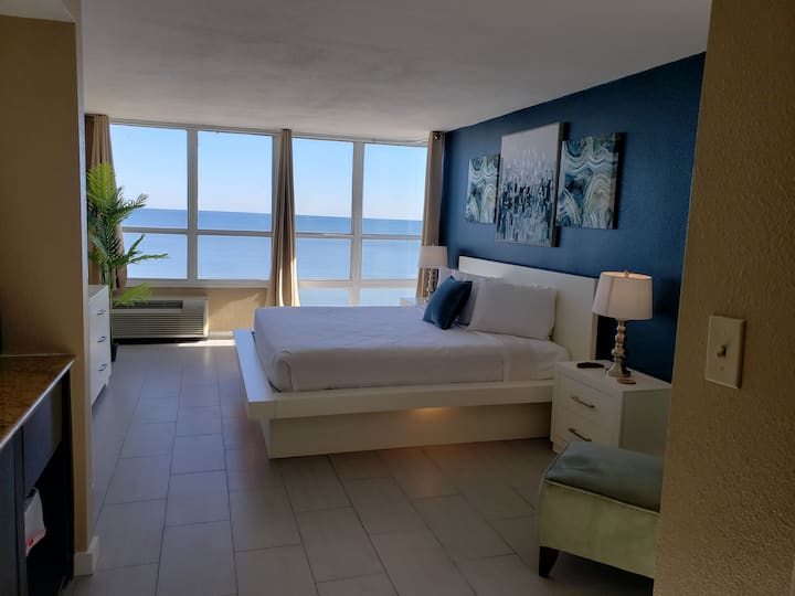 Newly Renovated Oceanfront Studio~ Sun N Sand 1014