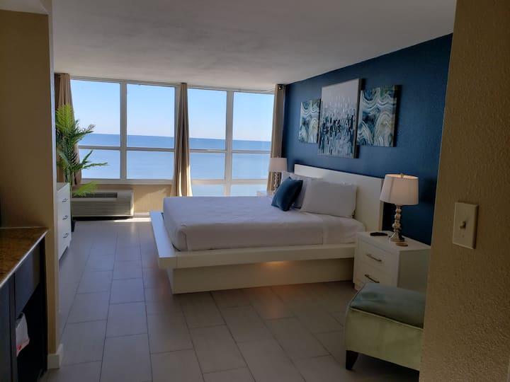 Newly Renovated Oceanfront Studio~ Sun N Sand 1014