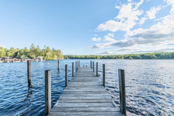 Relaxing, Pet-friendly, Waterfront home on Lake Winnipesaukee with dock and WiFi